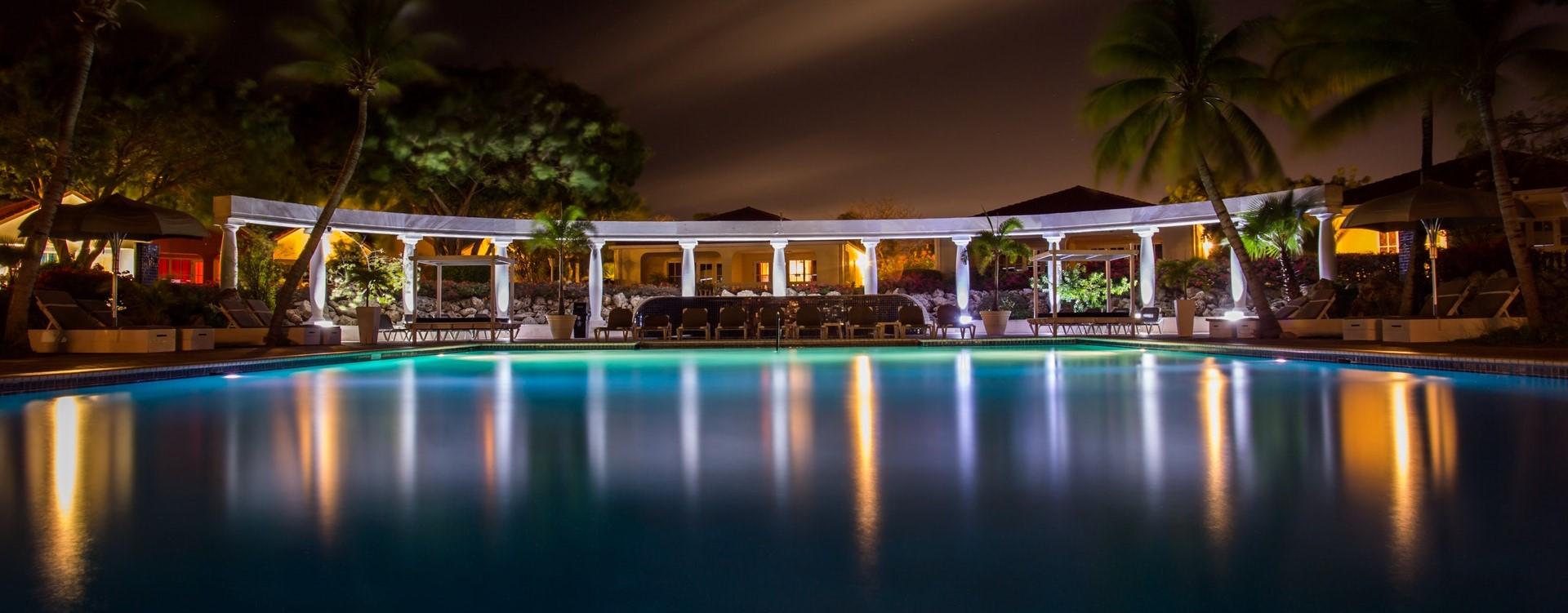 night-dark-hotel-luxury (2)